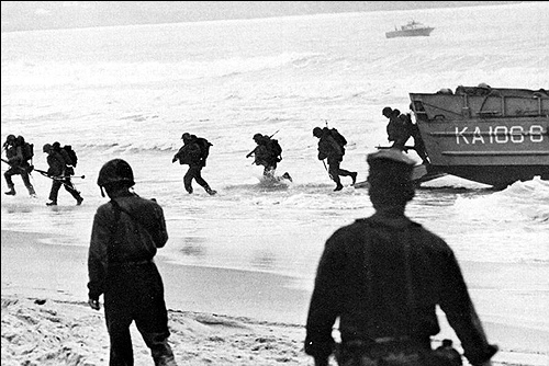 US Marines Land at Da Nang on March 8, 1965. (Source: Ken Shanaberger)