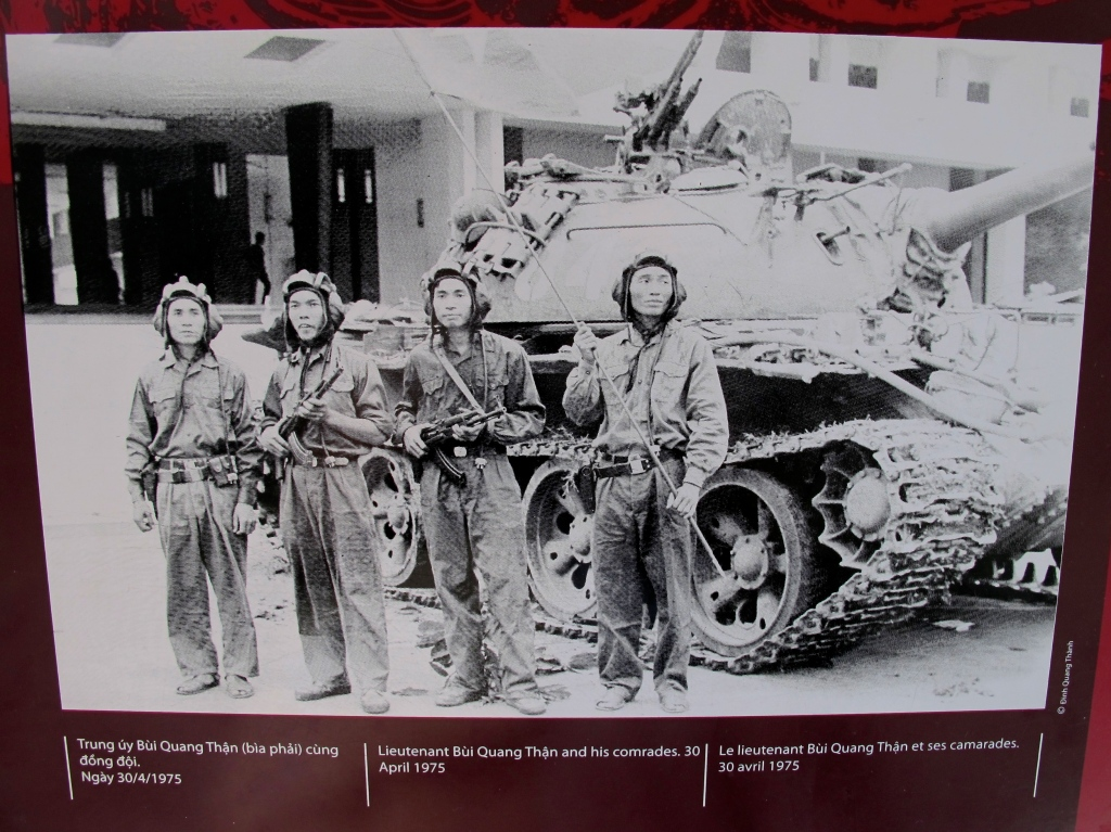 North Vietnamese troops and their tank arrive at South Vietnam's presidential palace on April 30, 1975. (Photo from Reunification Palace in Saigon)