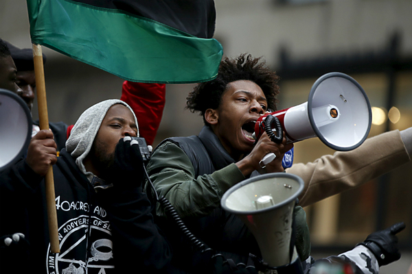 954465_1_1218-chicago-police-protests_standard