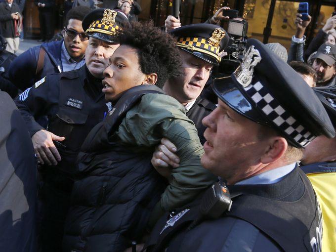 635852951830127702-AP-Chicago-Police-Emanuel.4